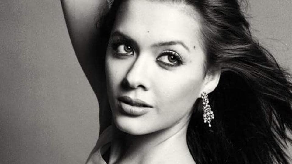Isha Sharvani made her debut with Vivek Oberoi's Kisna.