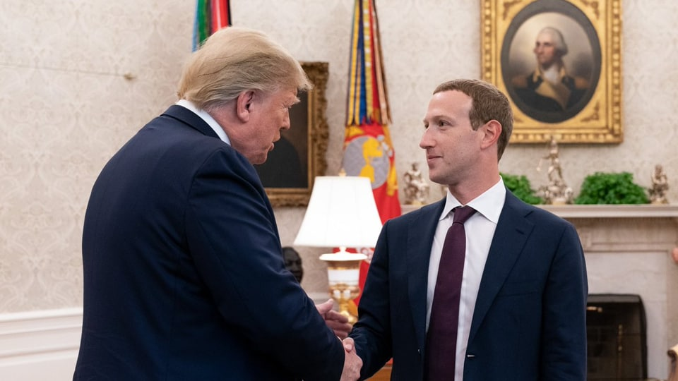 USPresident Trump late Thursday posted a picture on Facebook and Twitter showing him shaking hands with Facebook CEO Mark Zuckerberg, but didn't share details of their conversation.