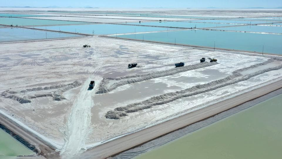 "Trucks load brine from the evaporation pools. China's Tianqui Lithium Corp. took a 24% stake in Chilean producer SQM last December, placing itself inside the ""Lithium Triangle,"" which has 80% of the globe's known deposits. Worldwide production grew 23% in 2018 to more than 85,000 tons. (Pablo Cozzaglio / AFP)"