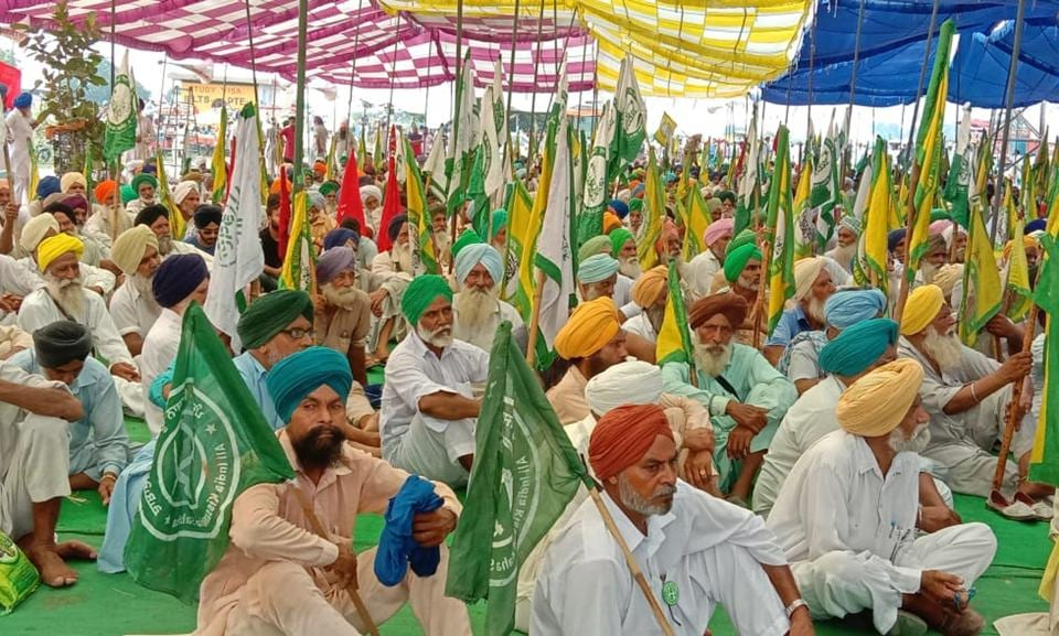 Farmers  protesting at Mehmadpur village near Patiala  on Saturday where they decided to march towards the CM's Patiala-based residence.