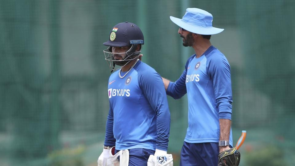 Rishabh Pant seeking advice from India's batting coach Vikram Rathore.