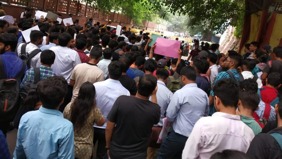 CAstudents protesting outside ICAIoffice inNew Delhi