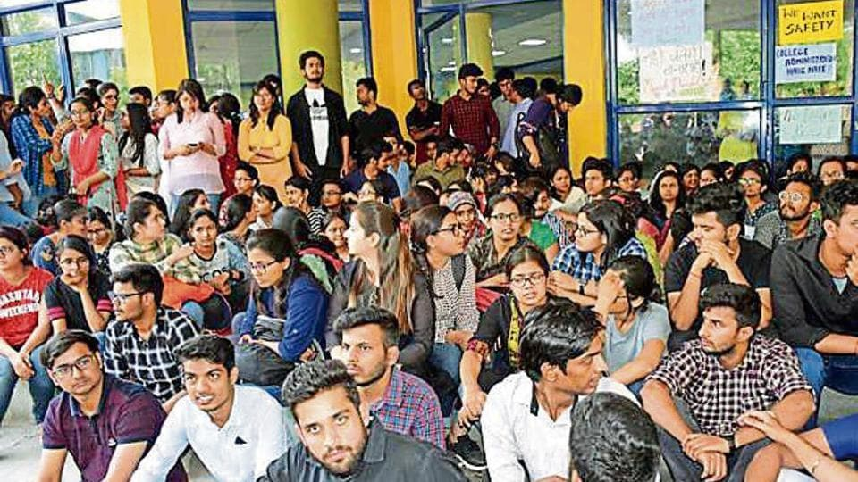 The junior doctors in government-run medical colleges of Bihar will go on an indefinite strike from Monday.