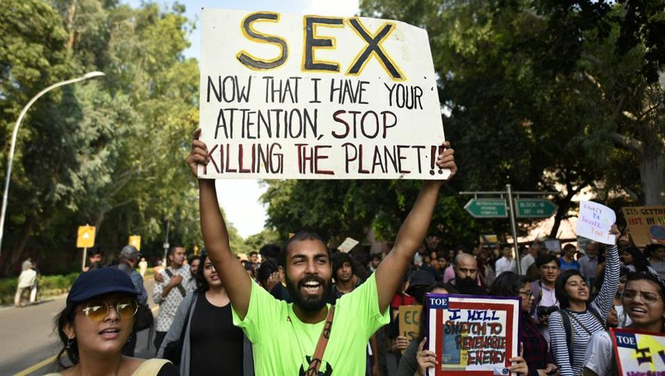 People hold placards and raise slogans for Climate justice and Climate Emergency march from Lodhi garden to Envirionment Ministry at Lodhi road.