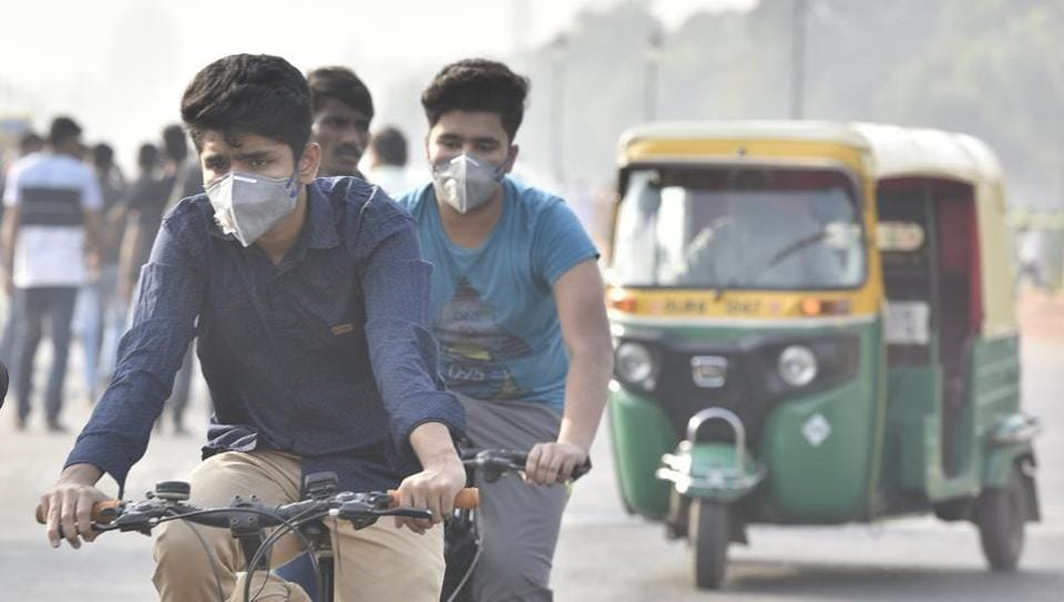 Commuters wearing anti-pollution masks as they rode amid a thick layer of smog at Rajpath in New Delhi in November 2018.