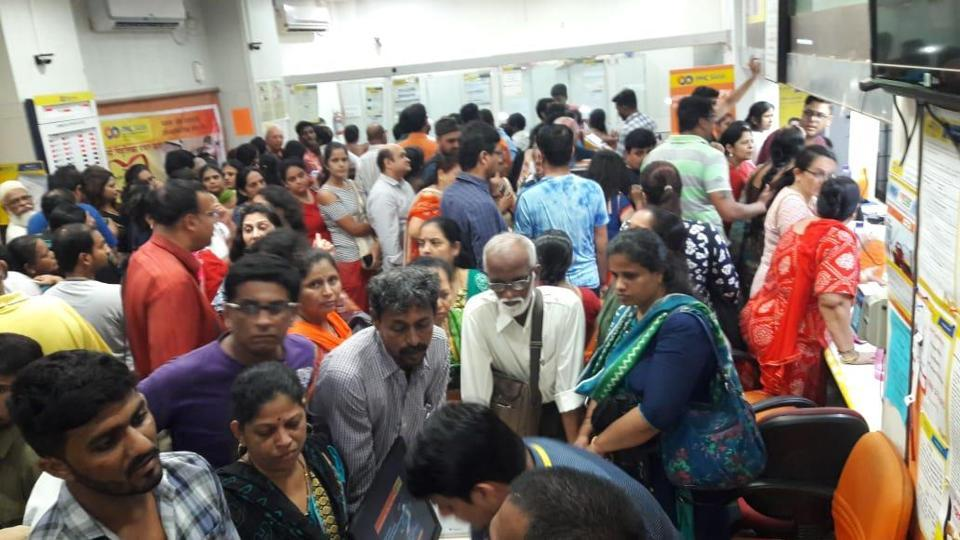 PMCbank account holders flocked PMCbranches as RBI has imposed curbs on the bank.