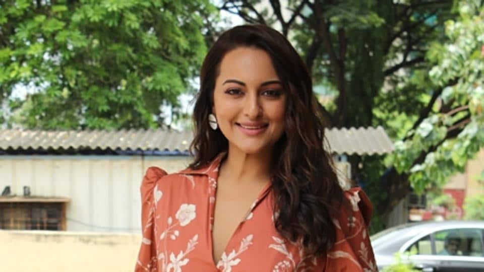 Sonakshi Sinha was trolled online after she couldn't answer a Ramayana based question on Kaun Banega Crorepati.