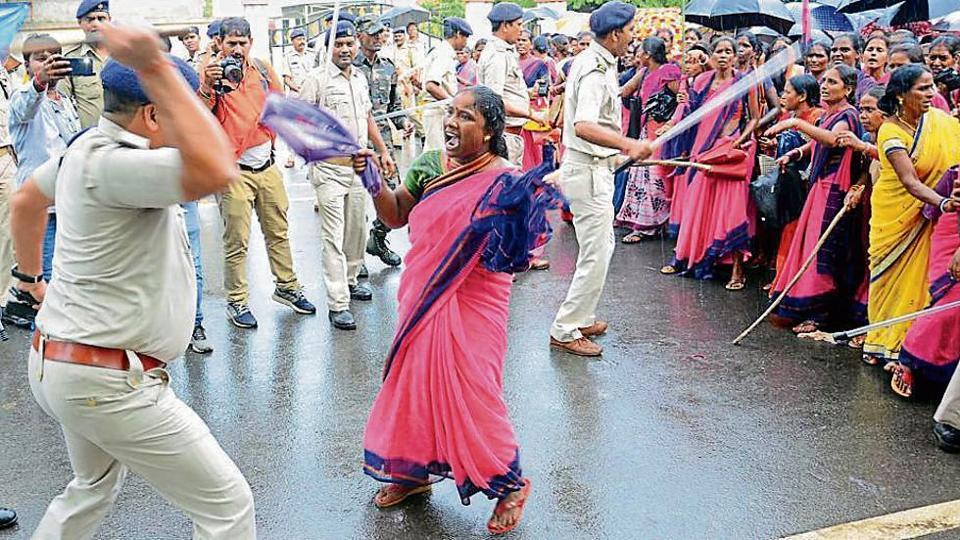 Police wielded batons against protesting aaganwadi workers in Ranchi, September 24, 2019.