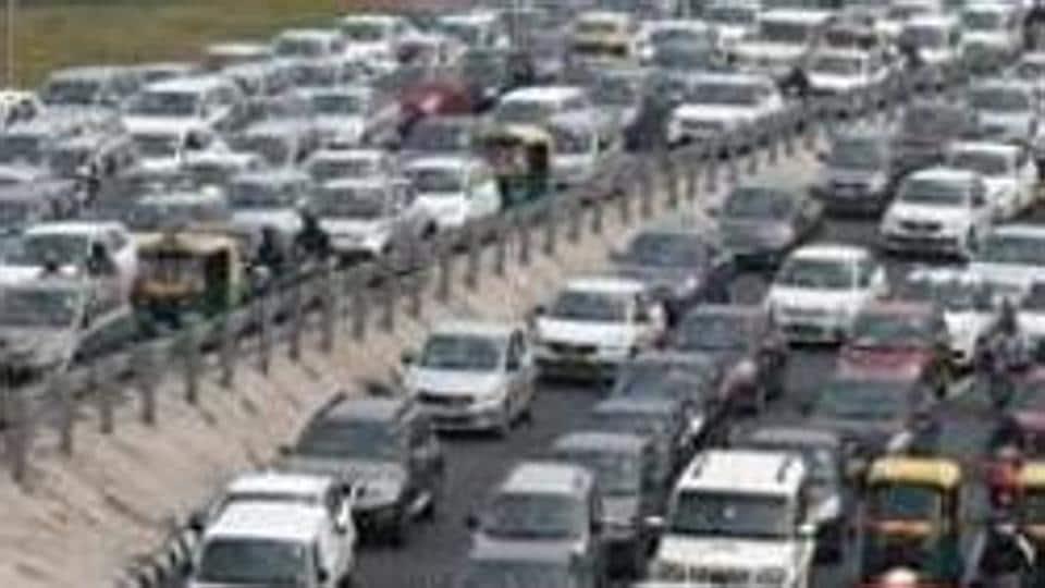 New Delhi, India - Nov. 14, 2018: A view of the traffic jam at Delhi-Meerut Expressway towards Sarai Kale Khan and ITO on ring road in New Delhi, India, on Wednesday, November 14, 2018. (Photo by Mohd Zakir/ Hindustan Times)
