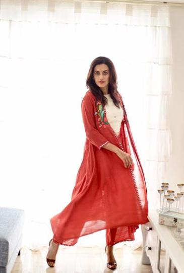 Pannu in one of designer Purvi Doshi's  creations. Khadi falls and drapes beautifully, making it perfect for long flowy outfits such as saris, kurtis, skirts, and long shrugs.