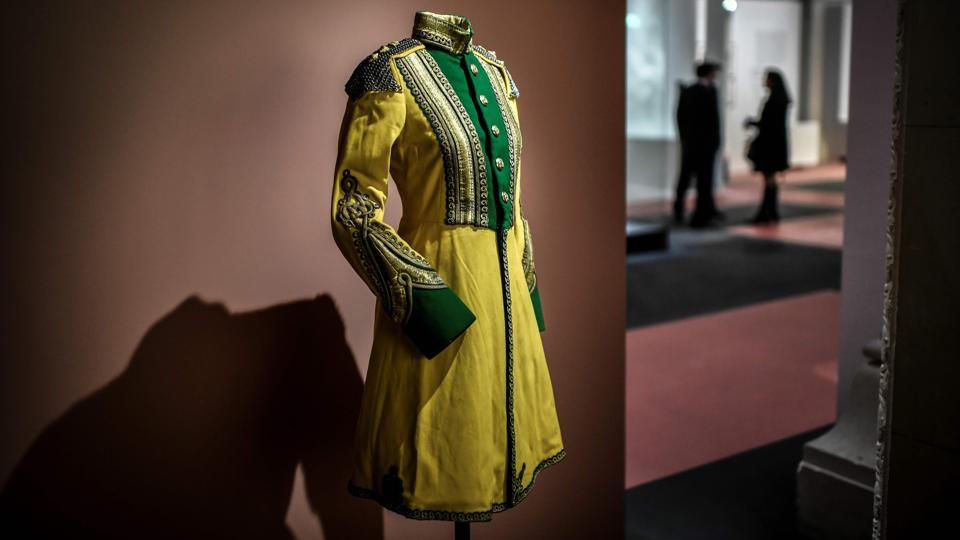 A traditional outfit belonging to Yeshwant Rao Holkar II. Consequently, the prince managed to assemble one of the most important private collections of Modernist furniture and decorative arts from 1920's and 1930's in the world. Some 500 pieces of from his Manik Bagh Palace in his hometown of Indore, are being exhibited alongside archival materials that document the legacy of the Maharaja and Maharani of Indore. (Stephane De Sakutin / AFP)