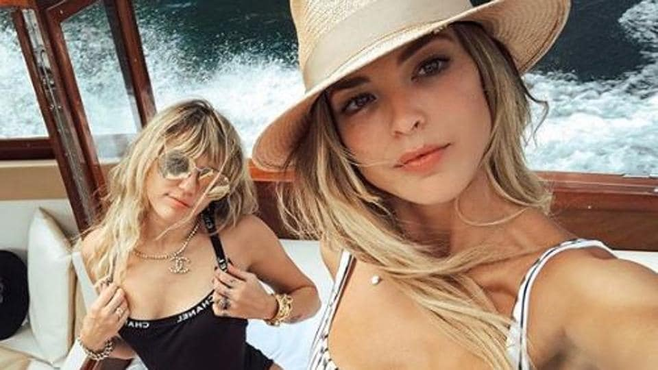 Miley Cyrus' relationship with Kaitlynn Carter has reportedly ended.