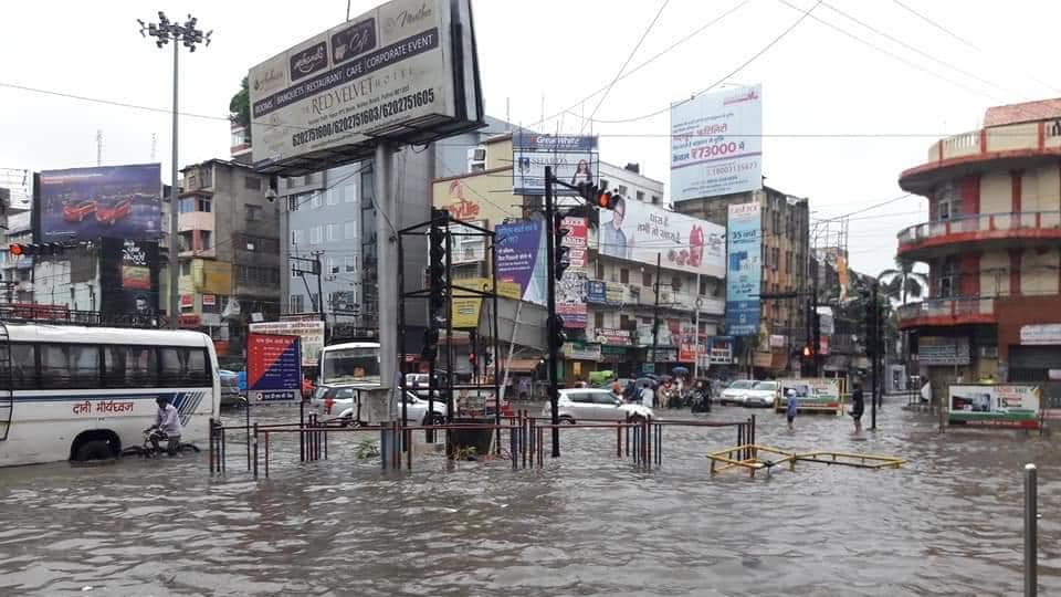 A view of a flooded intersection in Patna.  (ht photo)