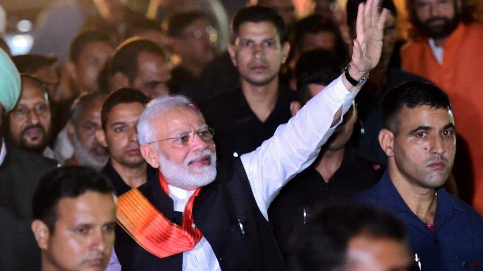 New Delhi: Prime Minister Narendra Modi waves at BJP supporters as he is accorded a grand welcome on his arrival after the week-long US visit, at Palam Technical Airport in New Delhi, Saturday, Sept. 28, 2019. (PTI Photo/Arun Sharma) (PTI9_28_2019_000218A)