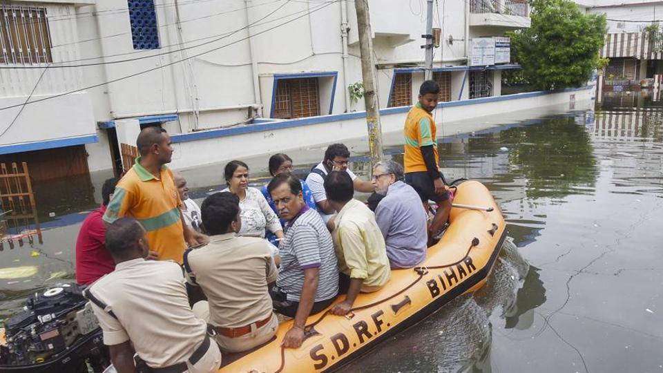 Bihar Deputy CM Sushil Kumar Modi (extreme right, in grey shirt) and his family members being rescued by a SDRF team from his flooded residence at Rajendra Nagar, in Patna.