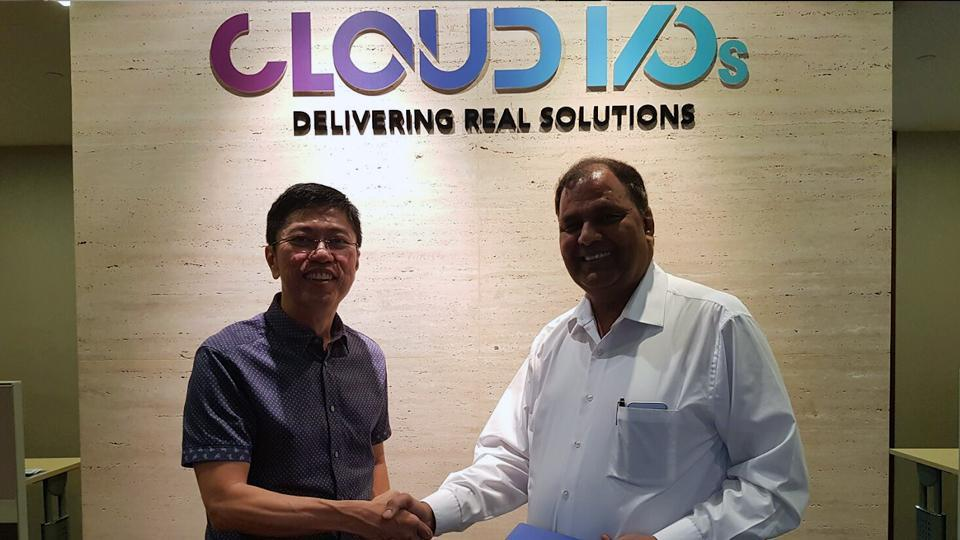 (Left) Simon Tung of Cloud I/Os and (right) Sunil Rawat of Systematix Infotech
