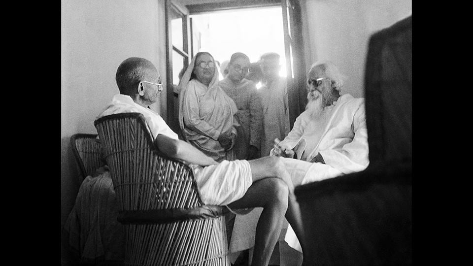 Mahatma Gandhi and Rabindranath Tagore in Santiniketan in February 1940. Gandhi was fascinated with Bengali, so much so that he even practised writing Bengali on the last day of his life. For him, Bengali was not just one more script. It was the language in which Ekla cholo (Rabindranath Tagore's song) was written. (National Gandhi Museum)