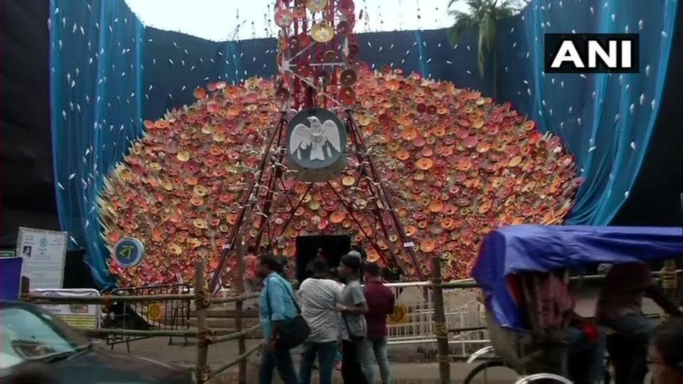 The Barisha club has designed the exterior of the pandal with artificial mobile tower and a dish TV antenna along with skeletons of hundreds of birds stuck on the tower who die due to high radiation.