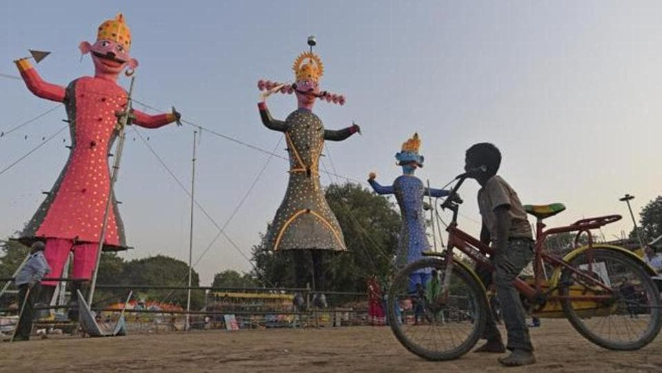 Happy Dussehra 2019: In the North, on the eve of Dussehra, magnificent fairs are organized where in people throng in huge numbers.