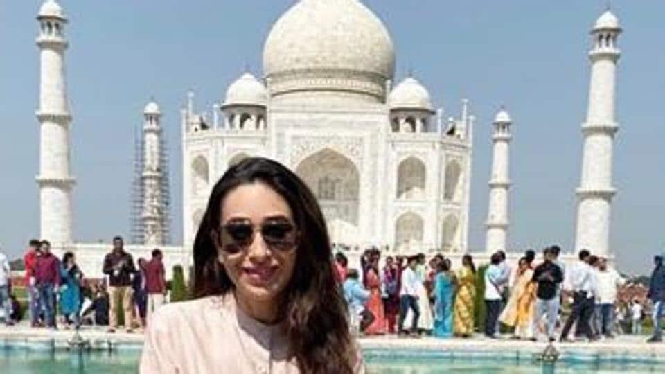 Karisma Kapoor poses at the Taj Mahal.