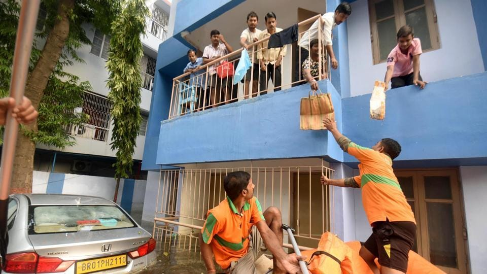 NDRF teams distribute food and water to residents stuck in their homes in the flood hit Rajendra Nagar area in Patna, Bihar. (Santosh Kumar / HTPhoto)