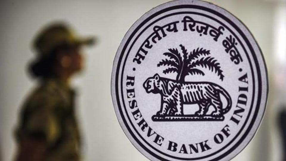 The central bank said in its Consumer Sentiment Survey on Friday that both the current situation index and the future expectations index recorded declines.)