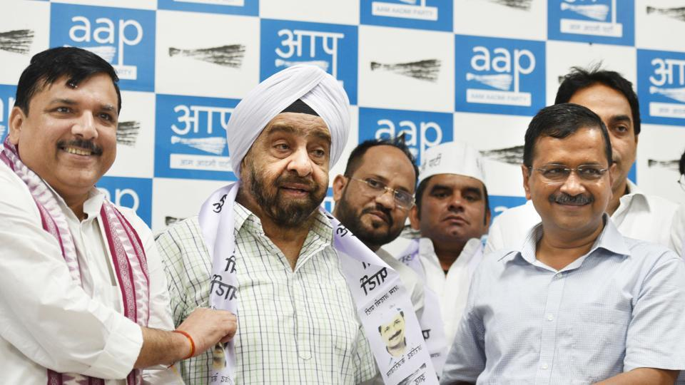 Former Congress MLA Prahlad Singh Sawhney joins Aam Aadmi Party (AAP) in the presence of party chief and Delhi Chief Minister Arvind Kejriwal and MP Sanjay Singh, at AAP party office, in New Delhi,  on Sunday, October 6, 2019.