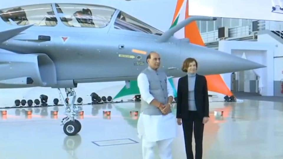 India's Defence Minister Rajnath Singh  receives India's first Rafale fighter jet.  (Photo: screengrab)