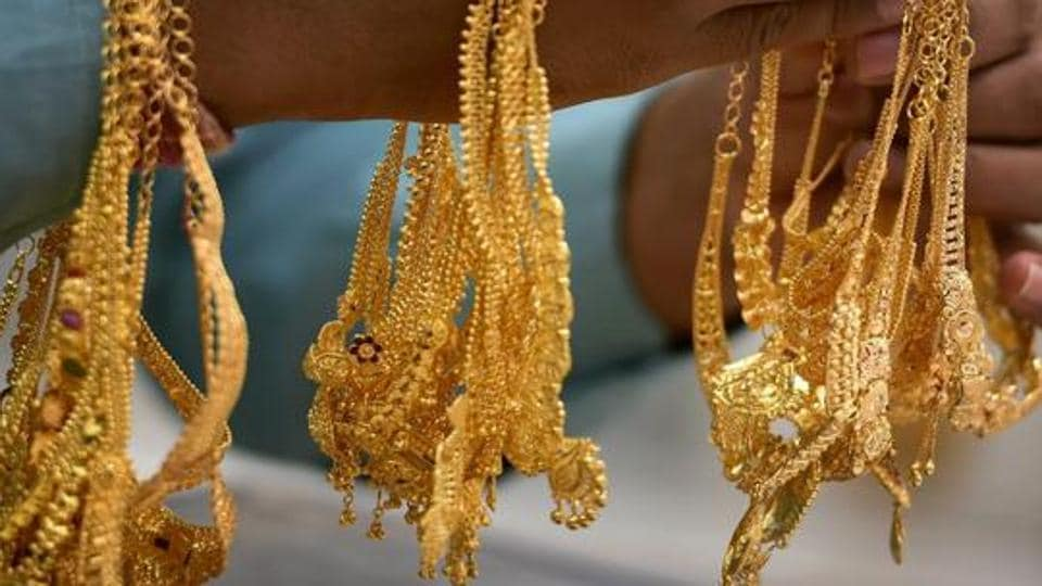 Chennai: A sales person shows gold ornaments at a jewellery shop, on the occasion of 'Akshaya Tritiya', in Chennai, Tuesday, May 7, 2019. (PTI Photo) (PTI5_7_2019_000077B)