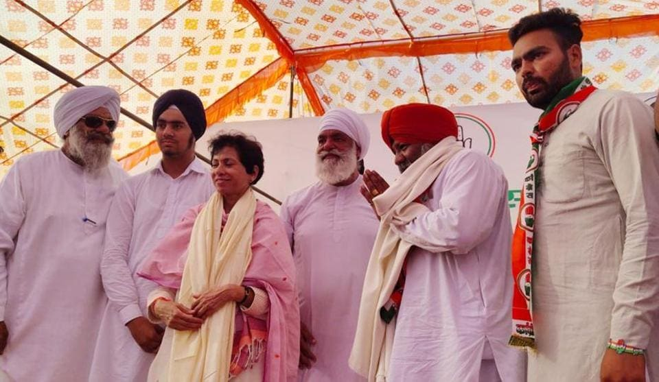 Former INLD MP Charanjeet Singh Rori joining the Congress in the presence of party's Haryana chief Kumari Selja in Sirsa on Tuesday.