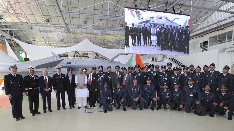 Indian defence Minster Rajnath Singh, center left, poses with Indian and French military officials at the Dassault Aviation plant in Merignac, near Bordeaux, southwestern France on Tuesday. (Photo: AP)