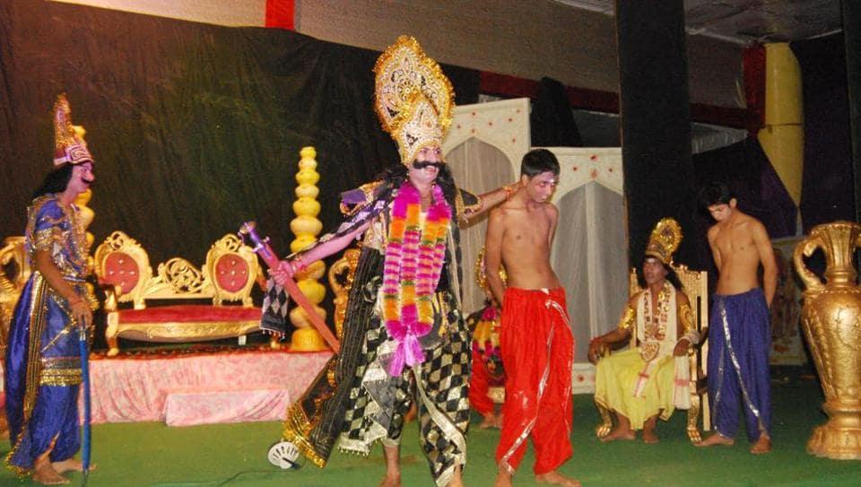 The Ramlila in progress at Seri Manch Mandi.  (Birbal Sharma/Hindustan Times)