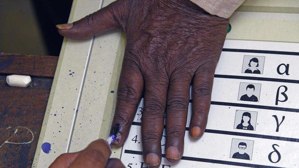 A pilot project is being launched in the Kasba peth Assembly constituency in Pune district wherein Quick Response (QR) enabled voter slips will be distributed to ease the voting process during the elections.