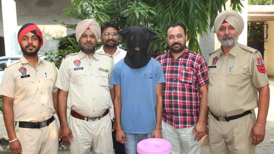 19-yr-old arrested with countrymade pistol