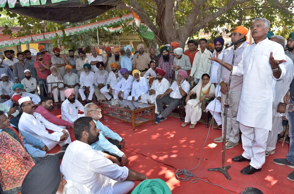 PPCC president  Sunil Jakhar with other senior leaders addressing public rallies at Dakha Constituency on Thursday.