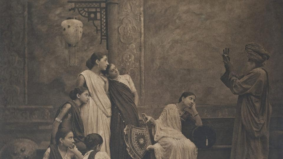 Shapoor Bhedwar's 1890s work, such as his Tyag series, is among the earliest instances of Bombay photographers creating artistic imagery.