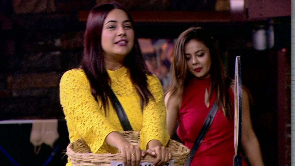 Bigg Boss 13: Shehnaaz Gill will question Paras Chhabra about supporting Dalljiet Kaur in last task.