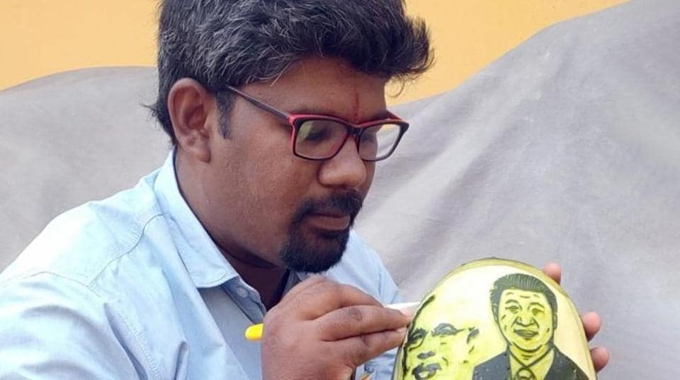 M. Elanchezhian (31), a fruit and vegetable carving artist in Tamil Nadu's Theni district, has carved out the images of Prime Minister Narendra Modi and Chinese President Xi Jinping on a watermelon