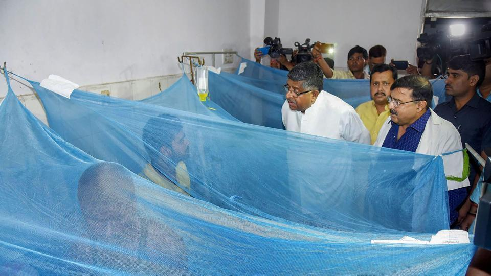 Union Minister and Patna Sahib MP Ravi Shankar Prasad met  patients being treated for dengue, at Patna Medical College and Hospital in Patna, Wednesday, Oct. 9, 2019.
