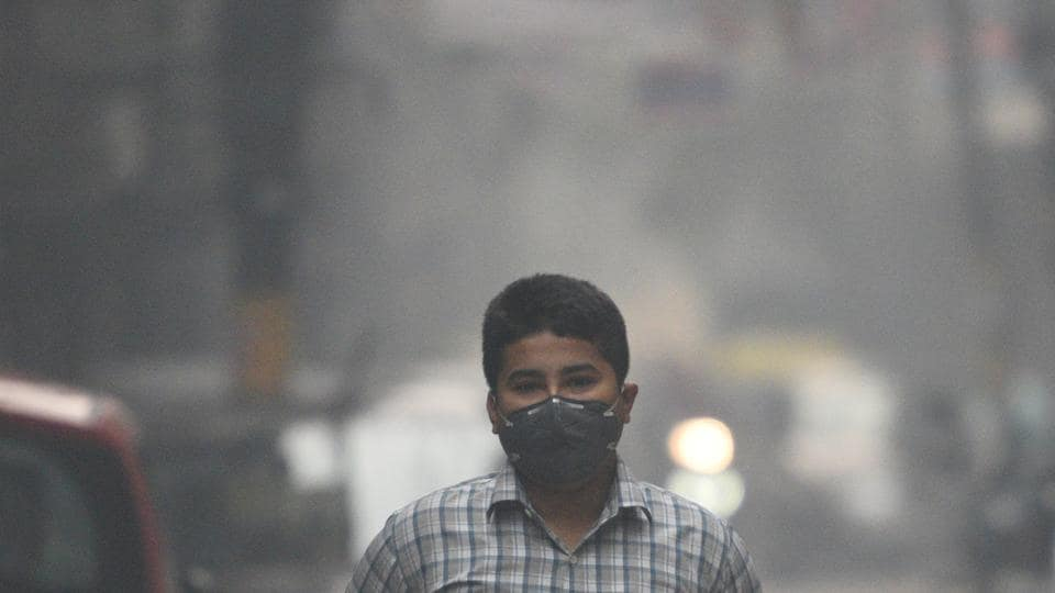 Smog was seen blanketing the sky on Friday in Delhi, thereby resulting in decreased visibility.