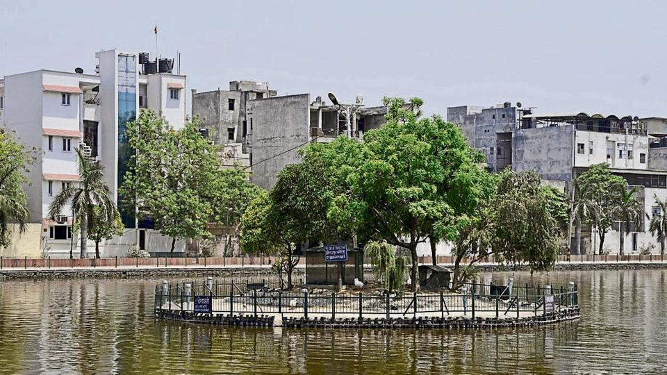 The civic body has already engaged NEERI (National Environmental Engineering Research Institute) to clean the pond water. It installed floating planters—certain shrubs and plants that use sewage as nutrition—on the lake recently.