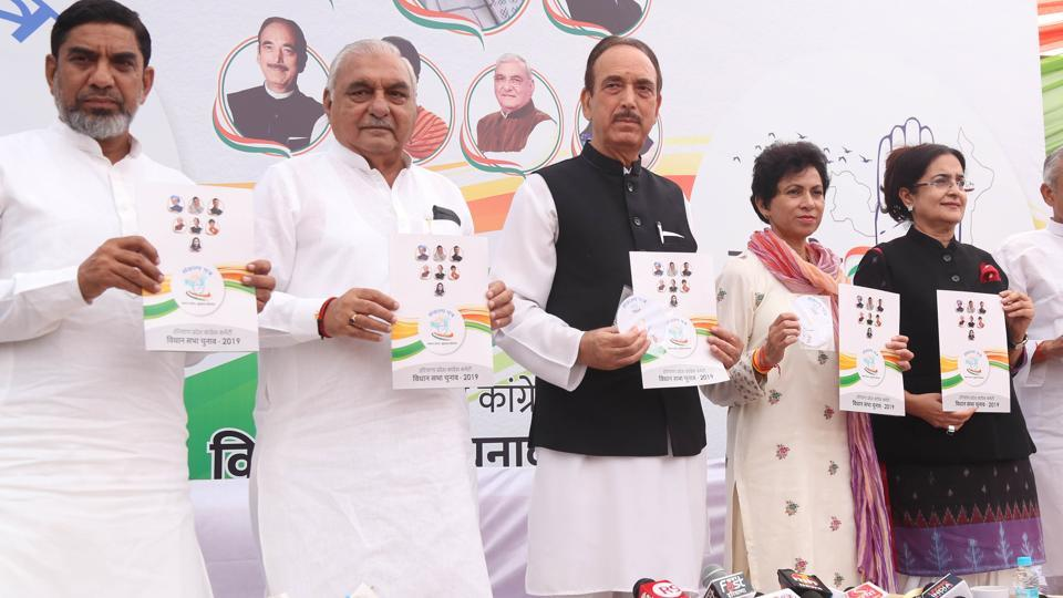 (From left) Former Haryana minister Aftab Ahmed, former CM Bhupinder Singh Hooda, AICC general secretary Ghulam Nabi Azad, Haryana Congress president Kumari Selja, MLA Kiran Chaudhary releasing the party manifesto for state assembly elections on Friday.