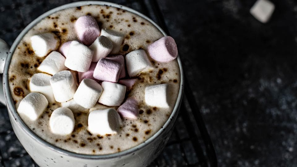 Marshmallows in a cup of hot chocolate. (unsplash)