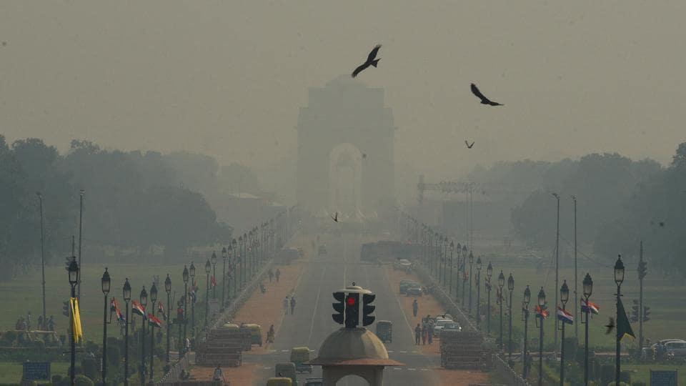 Heavy smog seen at Rajpath, in New Delhi.