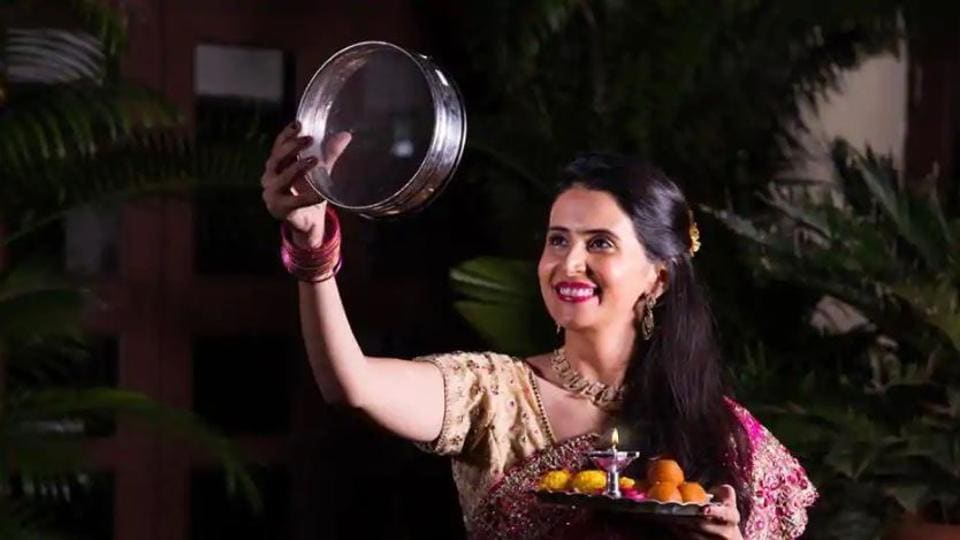 Happy Karwa Chauth 2019: Karwa Chauth is the day when women observe fasts for their spouse's longevity.