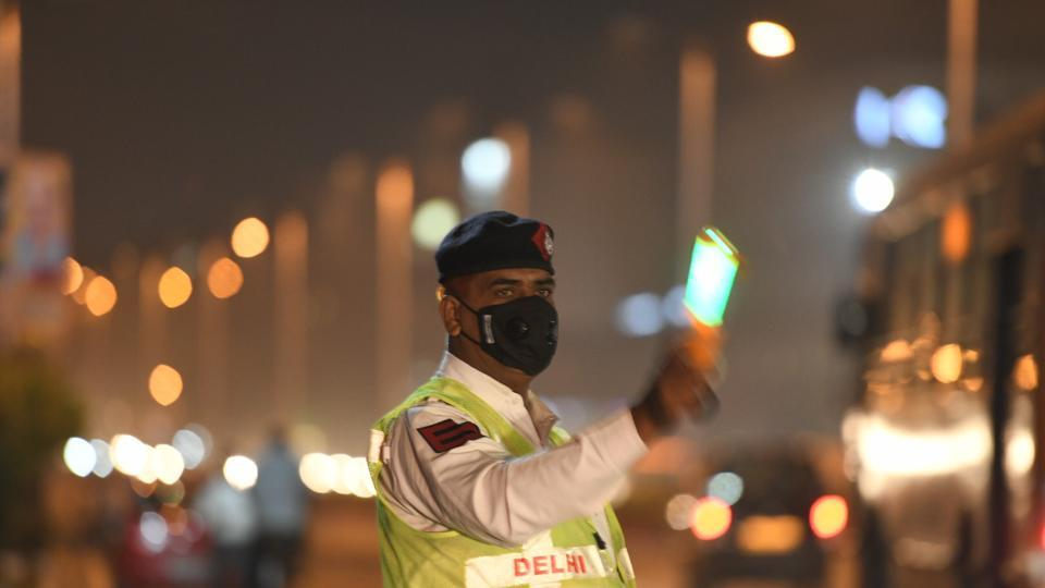 A traffic police personnel wears a pollution mask to protect himself from smog, in New Delhi.