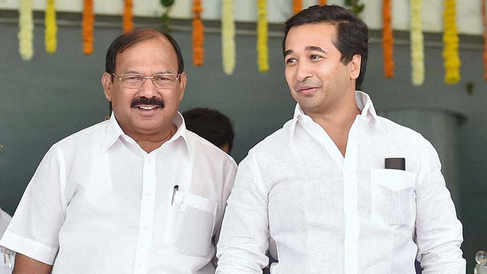 Ex-Congress leader, Kalidas Kolambkar (L). This time, he is contesting on a BJP ticket and is confident of winning the eighth term