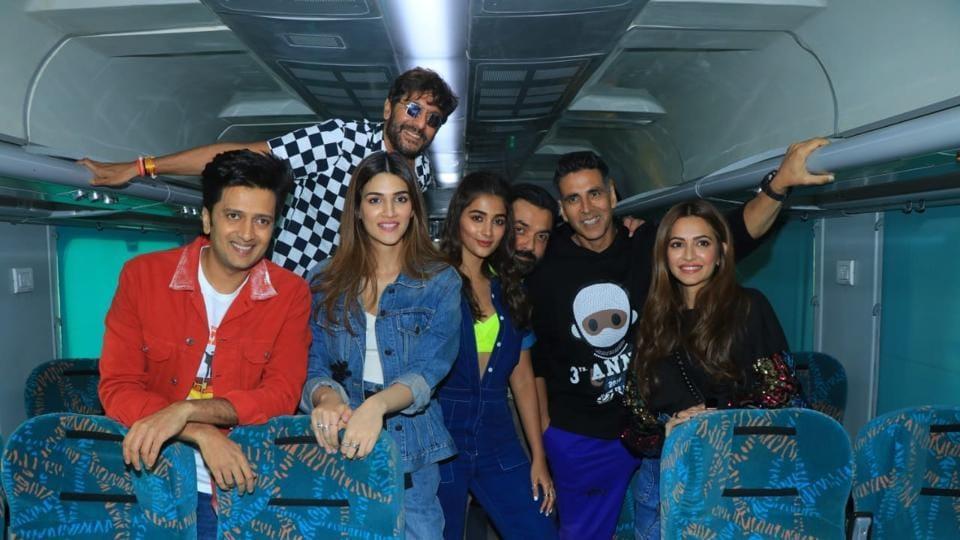 The main cast of Housefull 4, led by Akshay Kumar, inside the train.