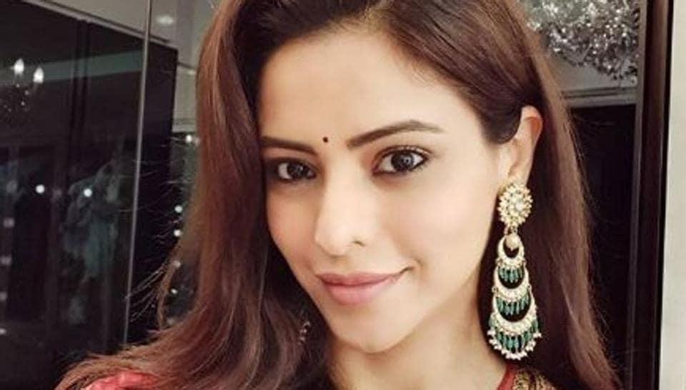 Aamna Sharif has replaced Hina Khan as Komolika on Kasautii Zindagii Kay.