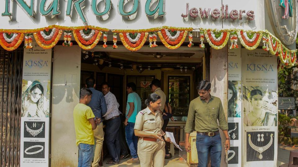 nakoda Jewellers, located in Kumar Classic society, Aundh, was burgled by four men on Thursday.
